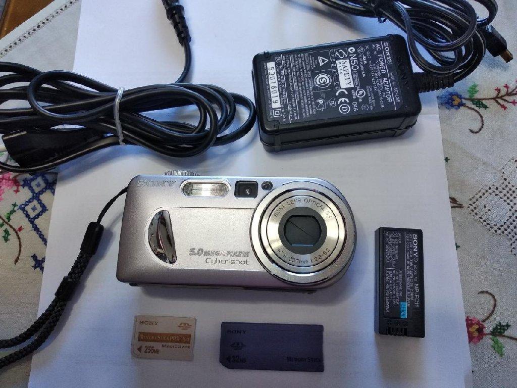 Πωλείται φωτογραφική μηχανή SONY DSC-P 10, 5 megapixel πλήρως λειτουργική και αψεγάδιαστη από σημάδια και γρατσουνιές