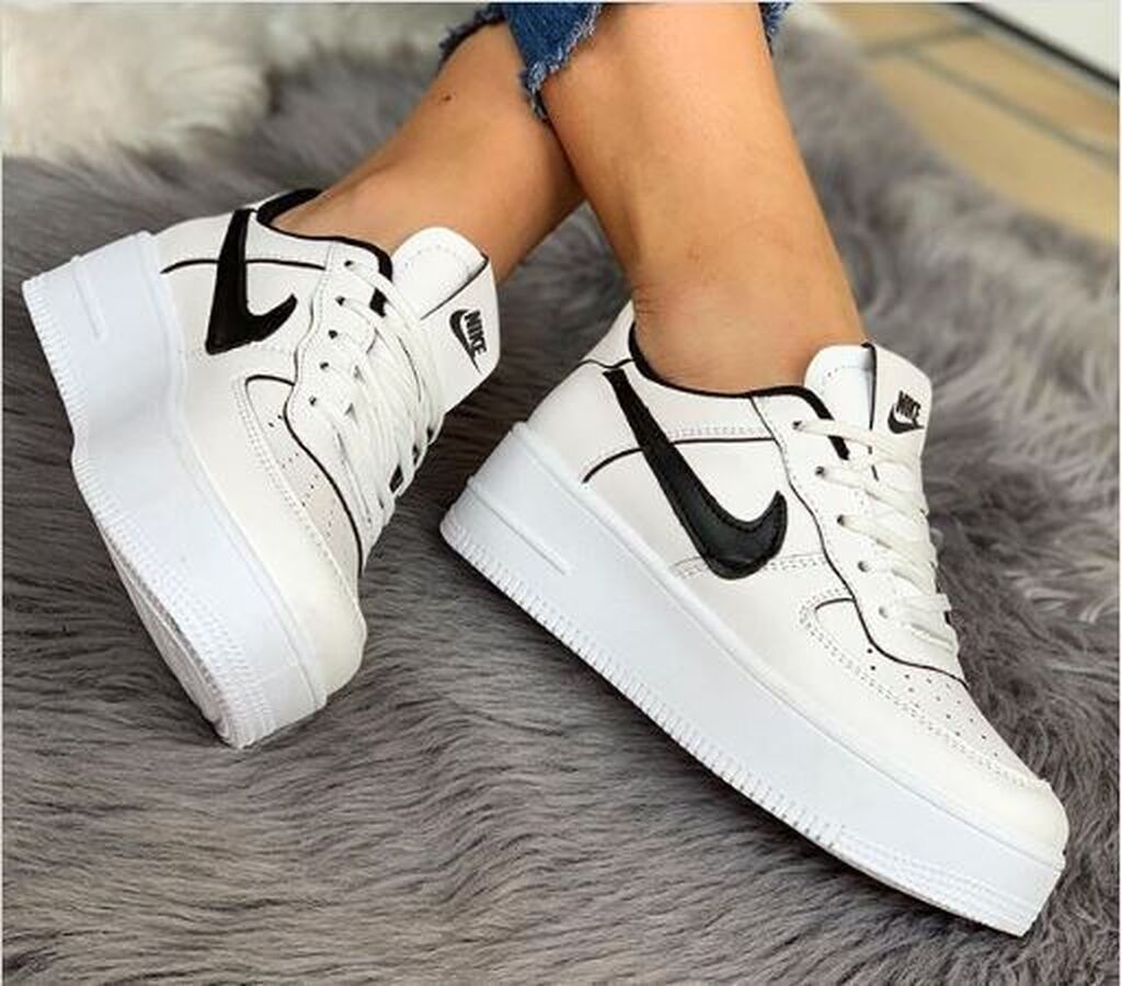 NIKE AIR FORCE  PATIKE