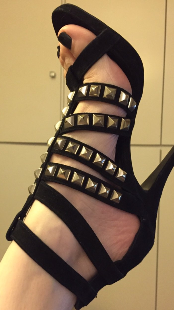 Black high heels studs sandals size 39 New ! Never worn . Bought 80£ σε Υπόλοιπο Αττικής