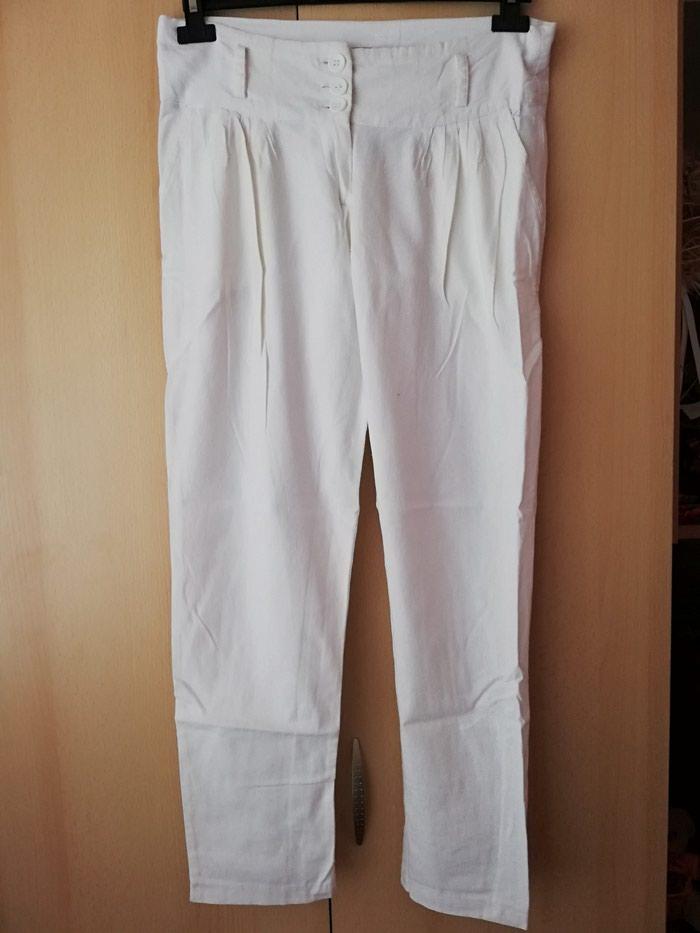 Bele lanene pantalone Ocuvane
