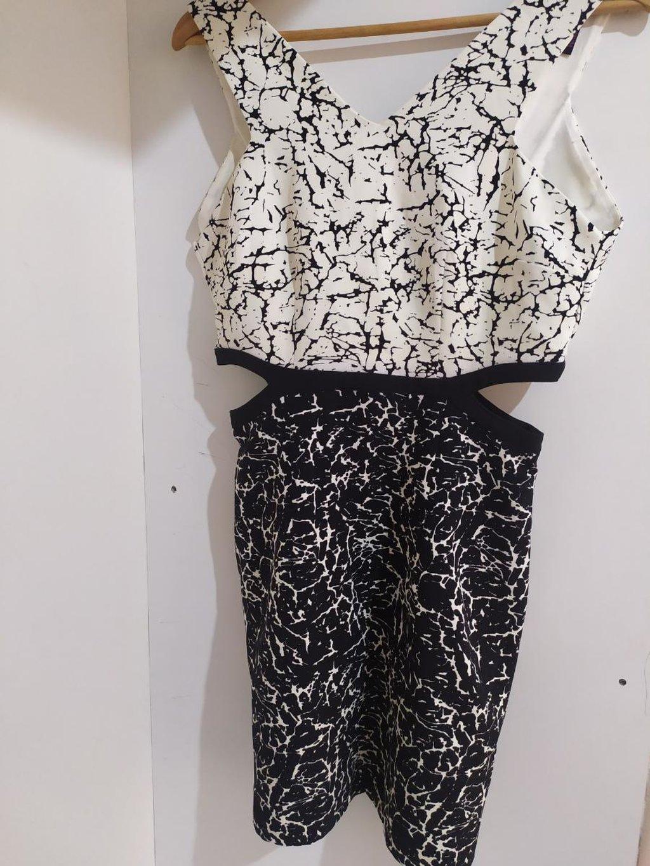 Φόρεμα bershka με σκίσιμο στο πλάι Φορεμένο 1 φορά