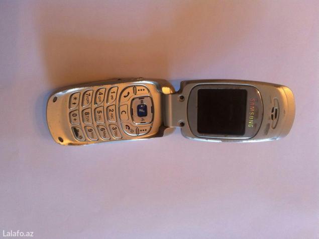 Bakı şəhərində Samsung sgh-e600,işləyk vəziyətdə,anten lazımdı,bir iki manatdı,adapto