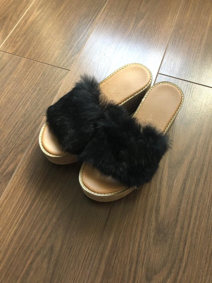 Papuce sa prirodnim krznom, vel 38, u odlicnom stanju - Beograd