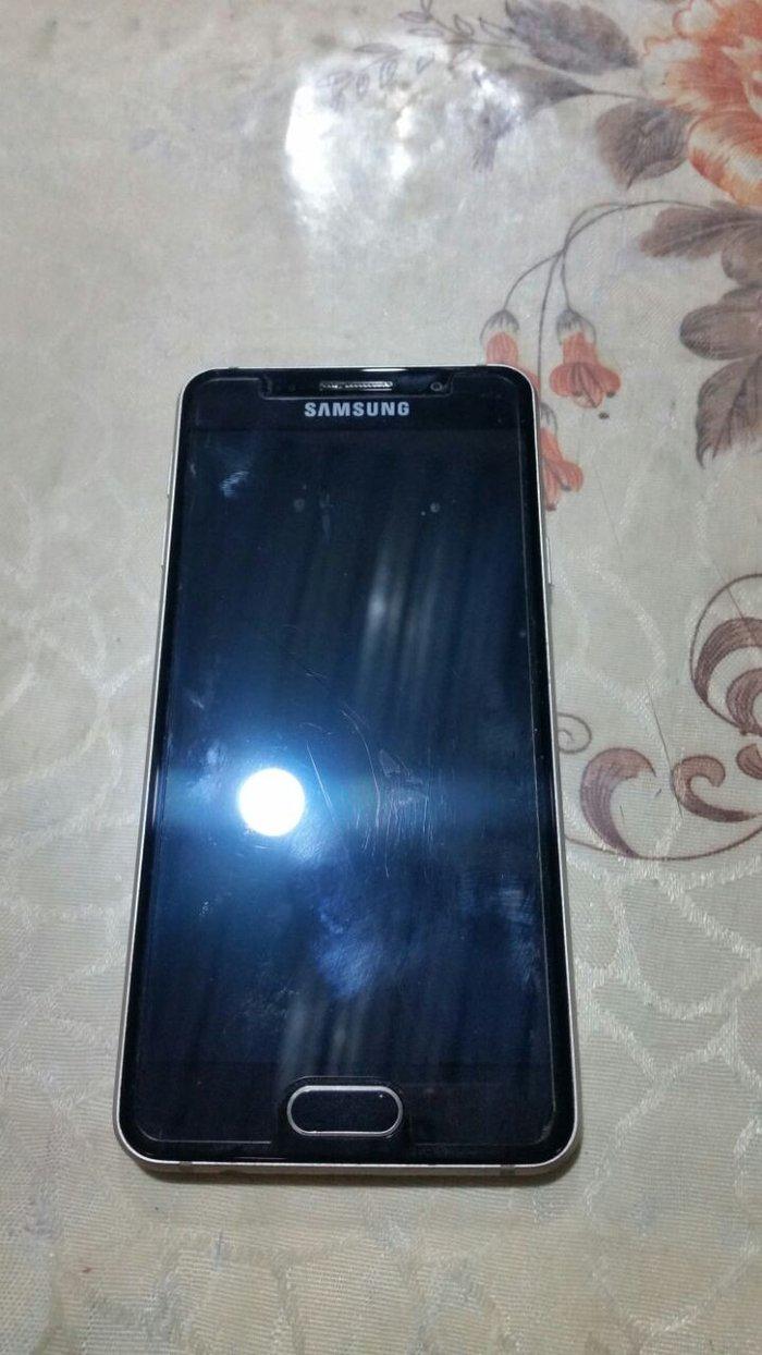 Bakı şəhərində Samsung a3 gold 2016. Tel super isleyir. Ekranda hecne iz ve ya cat yo