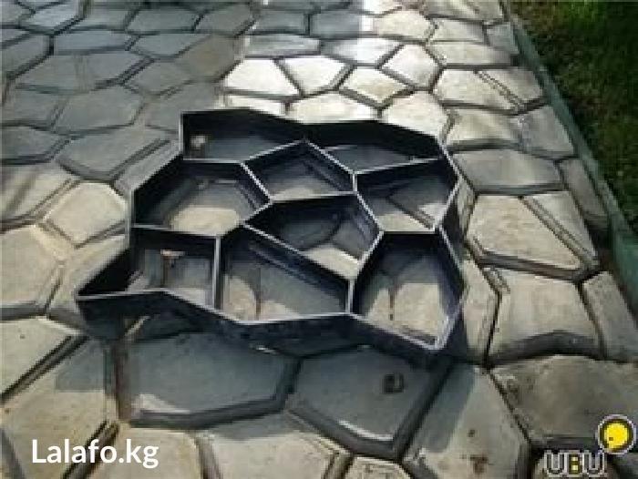 Форма брусчатки садовый камень. Размер формы  60 х 60 см. толщина 6 см в Бишкек