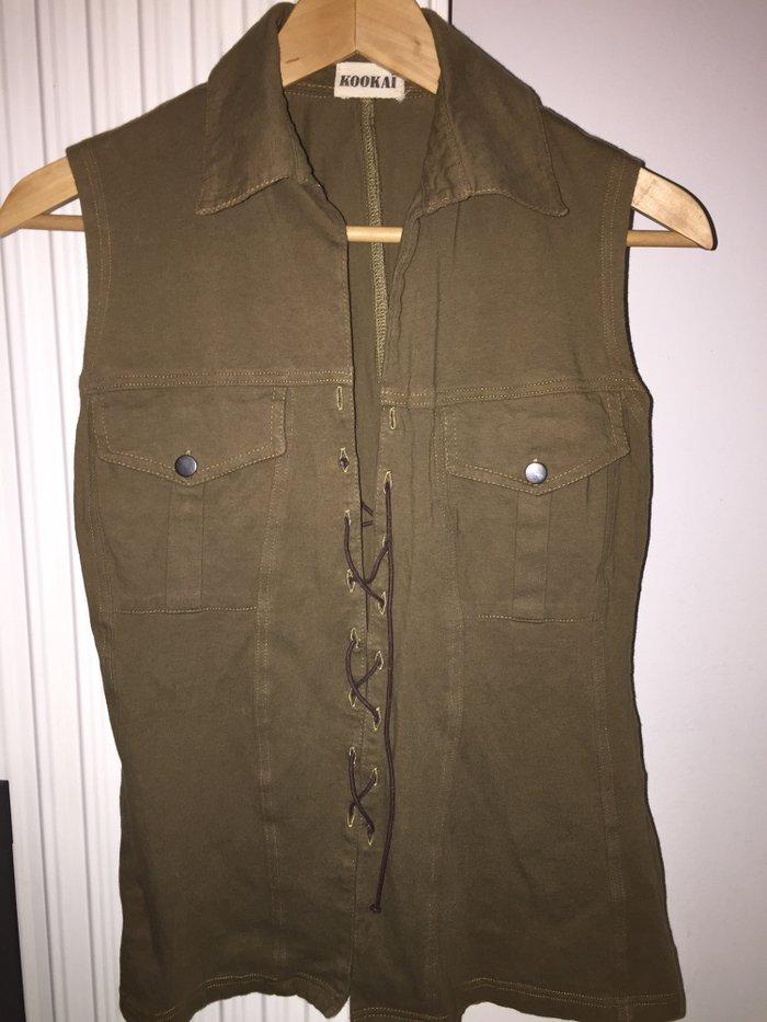 Χακί Kookai αμάνικη μπλούζα τύπου safari που δένει μπροστά . 7€