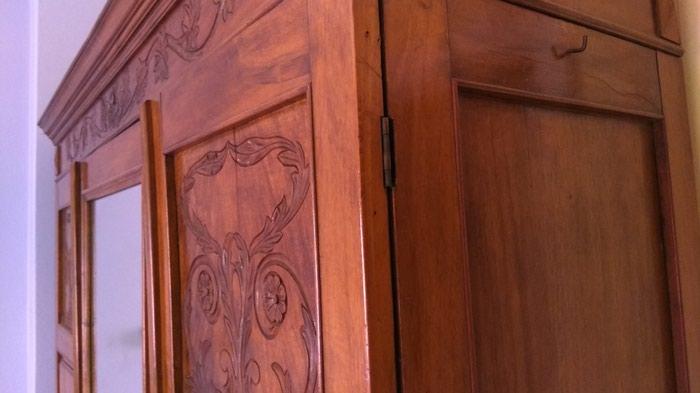 Καφέ ντουλάπα αντίκα σε καλή κατάσταση. Photo 2