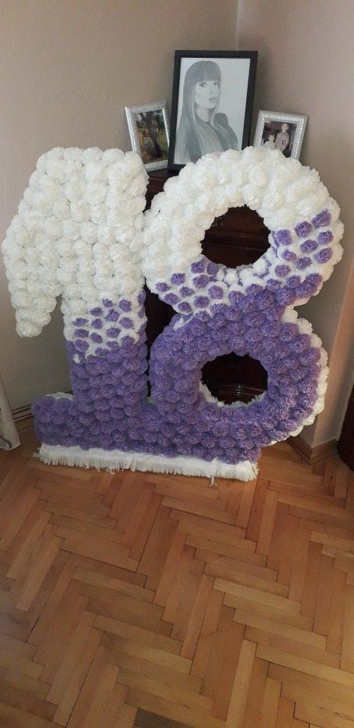 Broj 18 od stiropora sa cveticima za punoletstva....visina 1m - Nova Pazova
