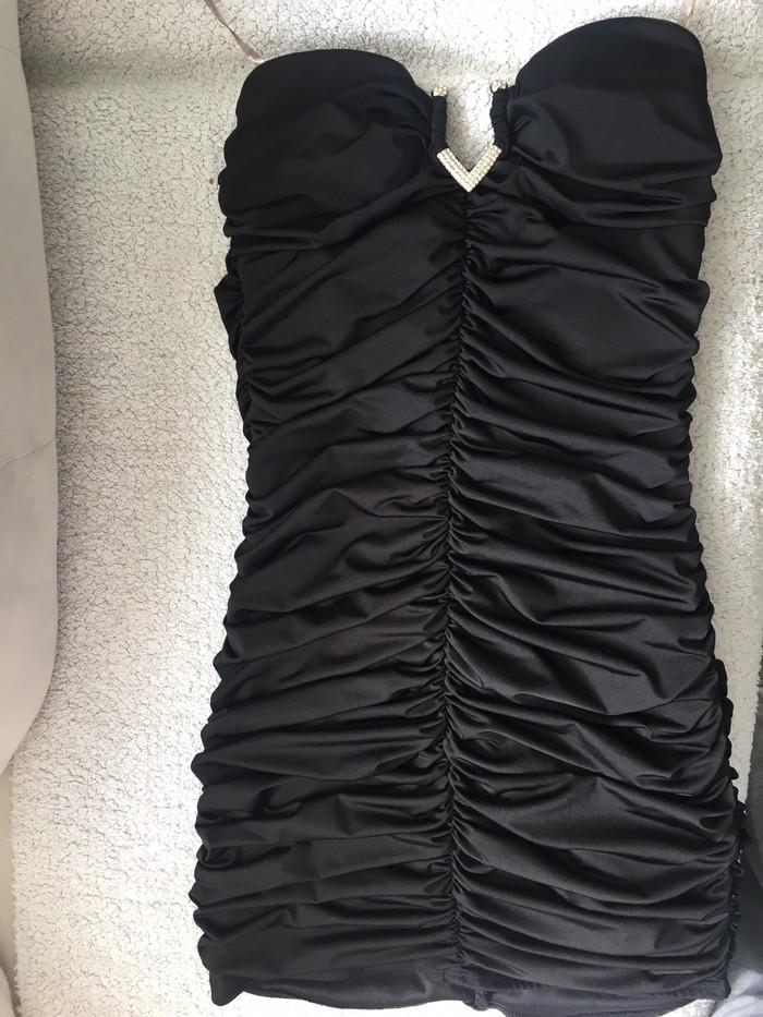 Nova haljina m velicina samo probana.Odlicno stoji uz telo