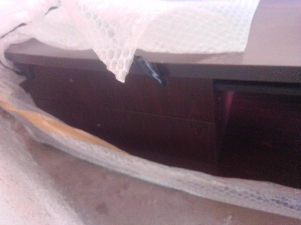 Έπιπλο tv σε πάρα πολύ καλή κατάσταση χαμηλό 60x1,50 μήκος με 2συρταρια κ ράφι από τα έπιπλα Τηνιακός σε σκούρο καφέ ξύλο