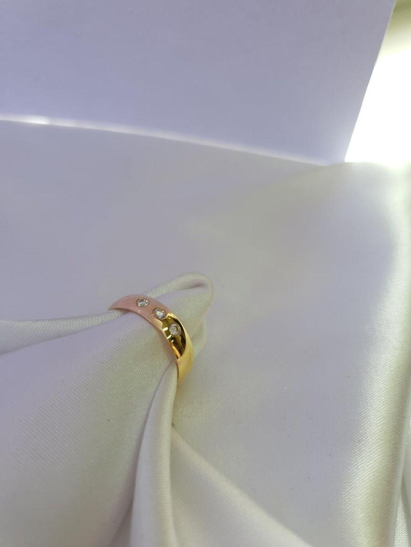 Оригинальное обручальное кольцо в желтом золоте 585 пробы16,5 размера камни бриллианты