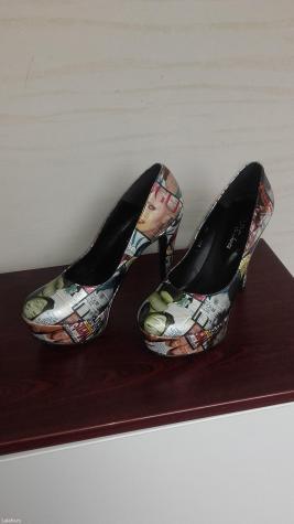 Prodajem zenske kozne cipele -nove - Indija