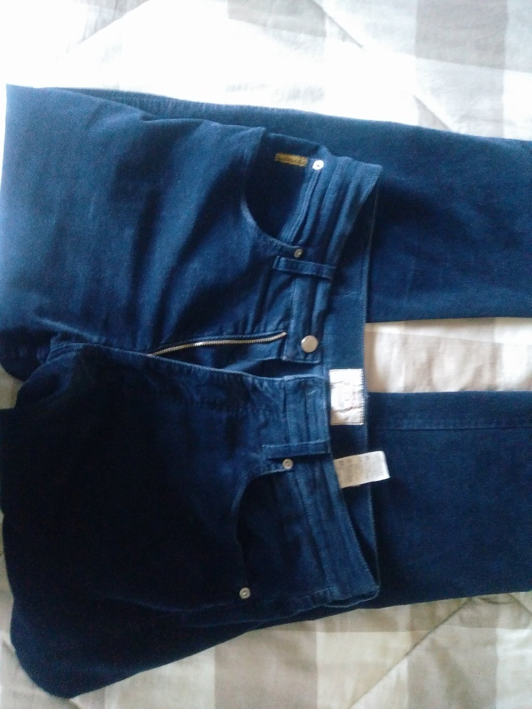 Armani παντελόνι, γνήσιο, σκούρο μπλε, μέγεθος 36, με ελαστίνη, ελάχιστα φορεμένο, από την προσωπική μου καρνταρόμπα