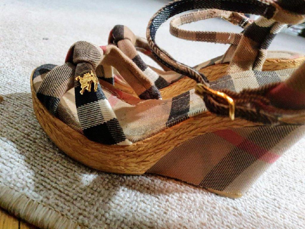 Ženske Sandale i Japanke - Beograd: Burberry sandale