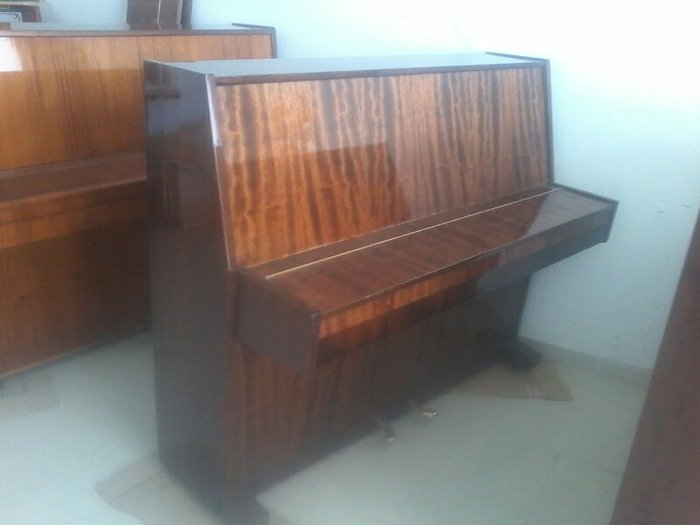 Gəncə şəhərində Belarus pianolar uc və iki pedall təzə ideal vəziyyətdə