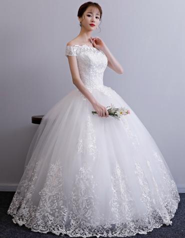 Свадебное платье Новое на Продажу размер 44/46 фата и подъюбник в комплекте