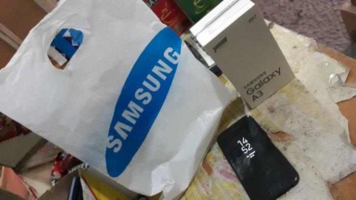 Срочно продаю телефон Samsung Galaxy A3 2017 состояние нормальное. Photo 3