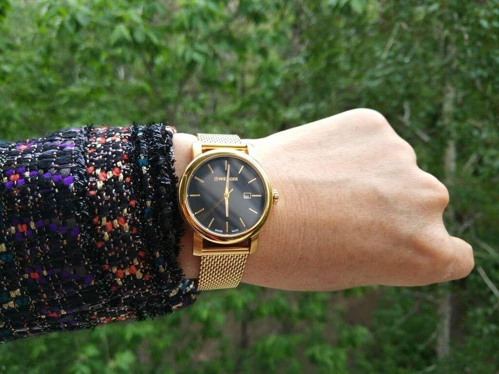 Часы женские бренд Wenger, нержавеющая сталь с позолотой черный циферблат браслет с миланским плетением