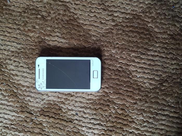 Upotrebljen Samsung S5830 Galaxy Ace 32 GB bela