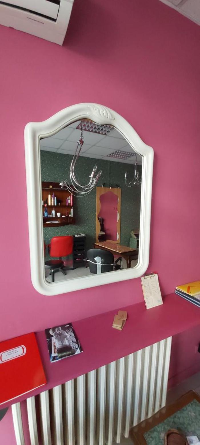 Ogledalo na prodaju.Dimenzije sirina 71 cm a visina 95 cm.Beograd