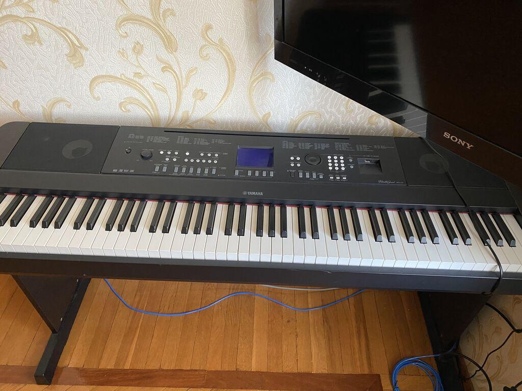 Yamaha DGX-650 elektro piano satılır çox az istifadə olunub, 900 azn, cüzi endirim edərəm real alıcıya, yenisi 2000 azndi, piano uşaqlarımındı, qətiyyən yenidən seçiımir!