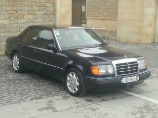 Mercedes-Benz E 200 1993. Photo 7