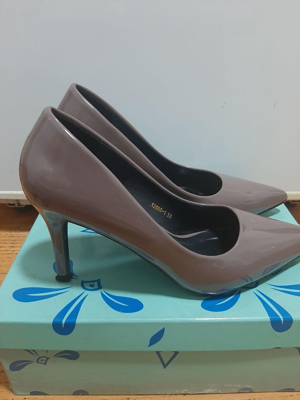 Туфли,в отл состоянии,размер 38, ремонт не требуется: Туфли,в отл состоянии,размер 38, ремонт не требуется