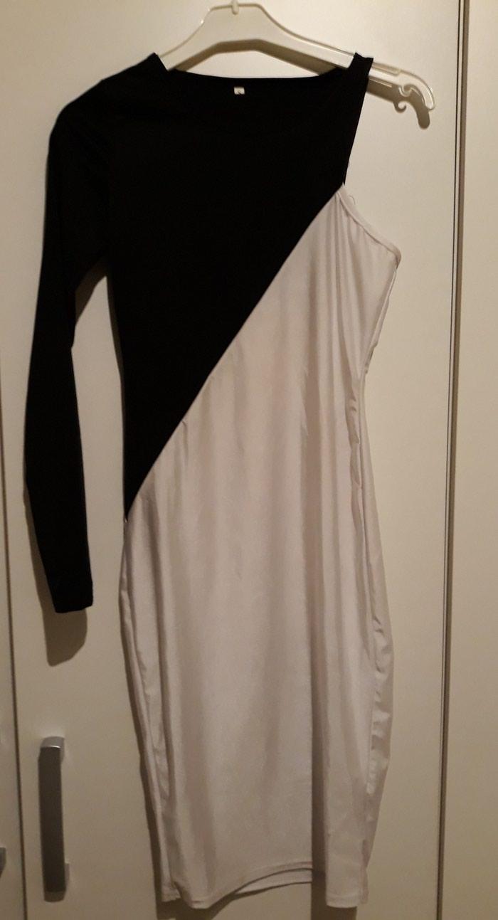 Elegatna uska haljina na jedno rame do kolena materijal ne ocrtava veoma lepo stoji  s velicina