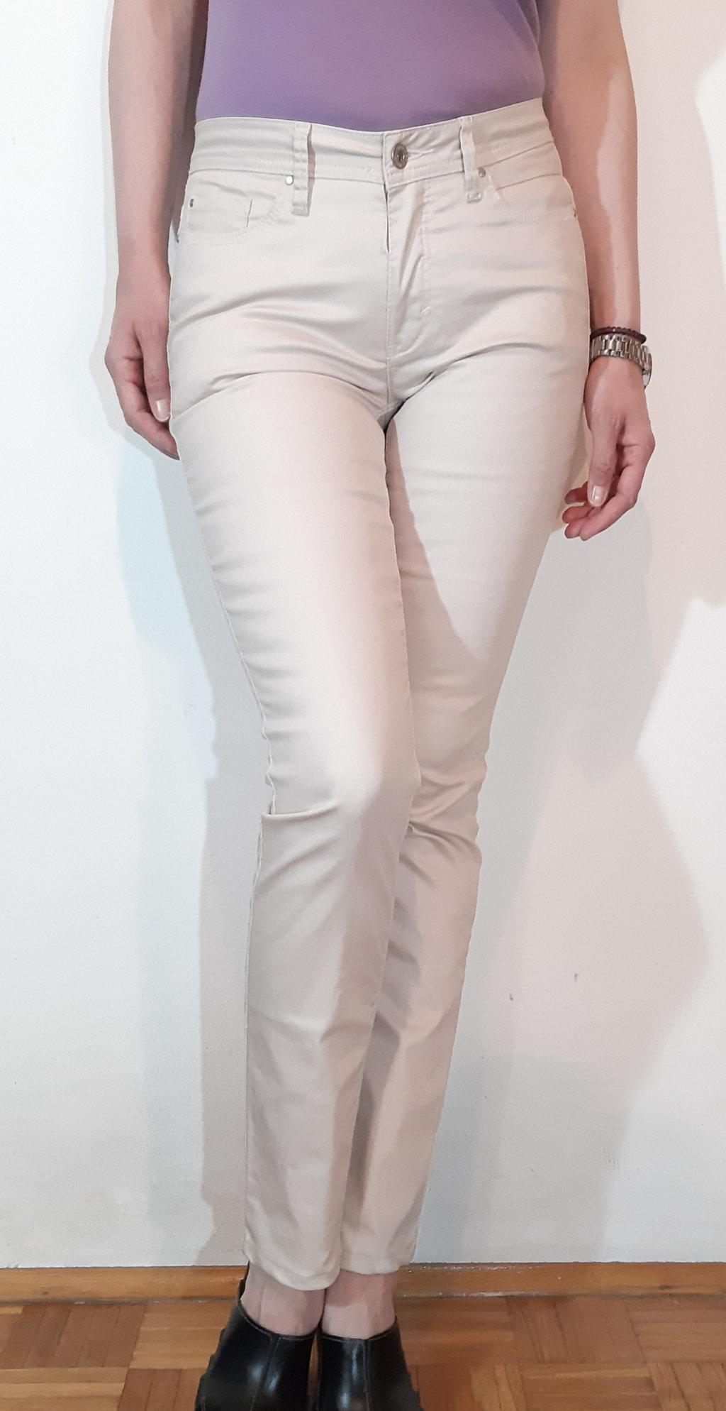 Prelepe,elegantne skinny pantalone,svetlo bebi roze boje,gotovo bez od materijala nalik eko kozi sa malo elastina