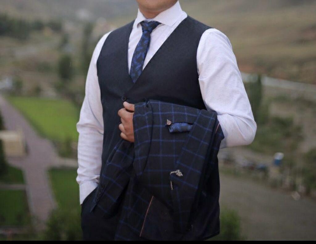 Мужской костюм. Одевал только 2 раза на свадьбу и на фотосессию: Мужской костюм.  Одевал только 2 раза на свадьбу и на фотосессию .