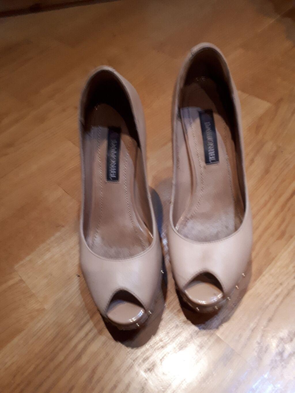 """Дешево туфли 100% кожа """"DAMONIEL"""" 36 размер в отл.сост.за 300 сом: Дешево туфли  100% кожа """"DAMONIEL"""" 36 размер в  отл.сост.за 300 сом ,"""