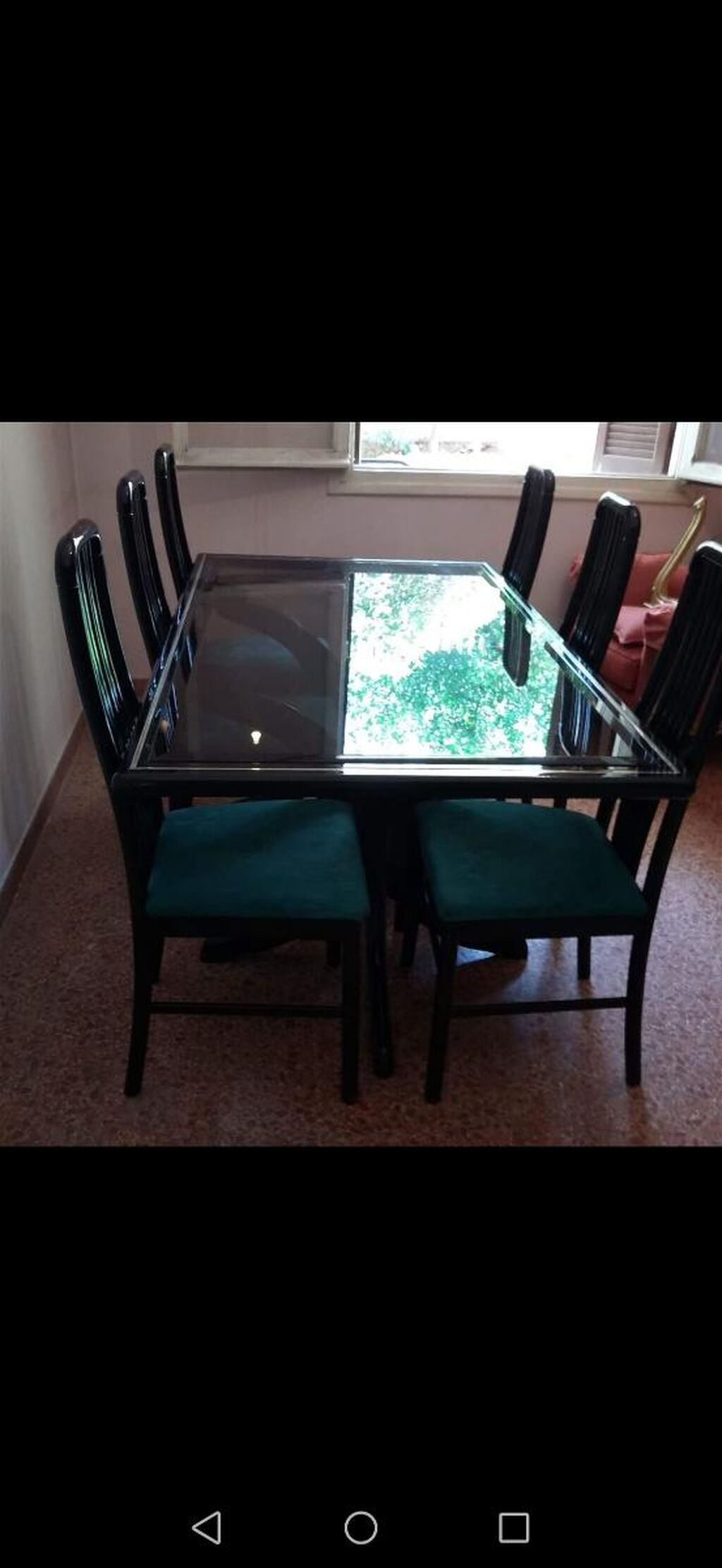 Τραπεζαρία ξύλινη με τις 6 καρέκλες της