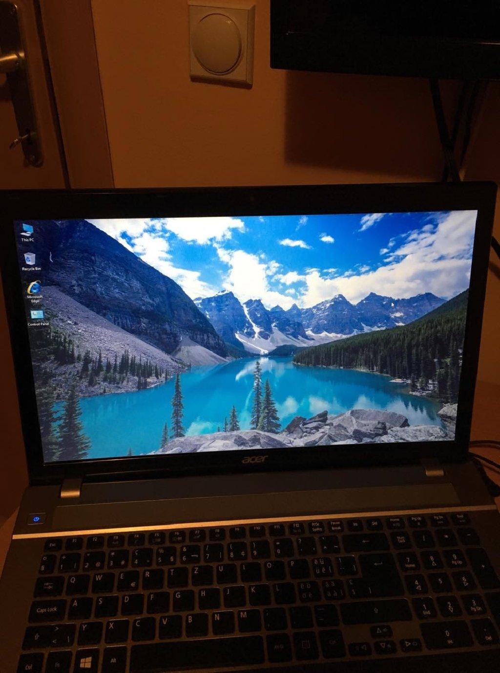 Na prodaju Acer laptop sa sledecim komponentama