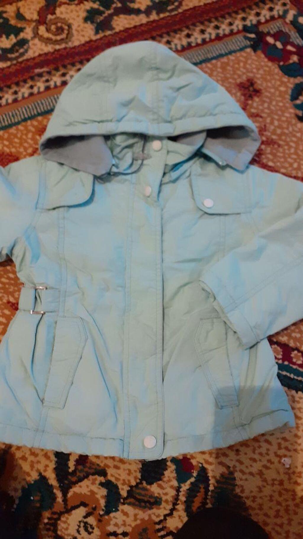 Куртка деми для девочки на 4-5 лет, лёгкая и теплая внутри флис , сверху дышащая ткань