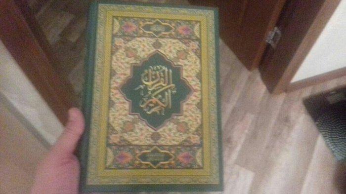 Bakı şəhərində Quran. Ərəb  dilində. Böyük.