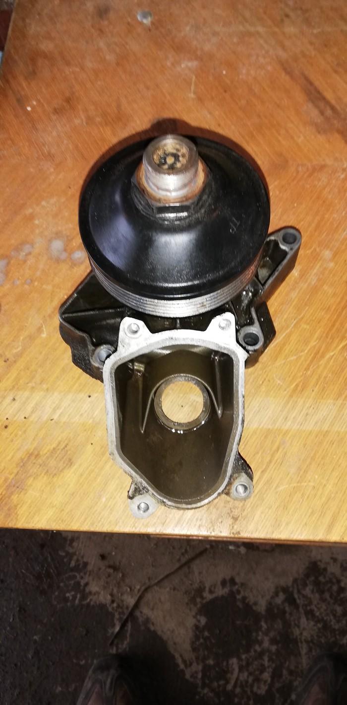 Vodena pumpa ina oeginal nemacka bmw e39 525d ispravna u odlicnom stanju skunuta jer je odradjen kompletan servis
