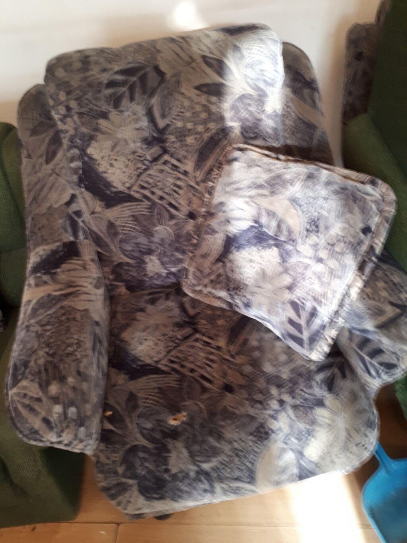 СРОЧНО кресла 2 шт с подушками по 1500 сом. производства Лина в: СРОЧНО кресла 2 шт с подушками по 1500 сом. производства Лина в
