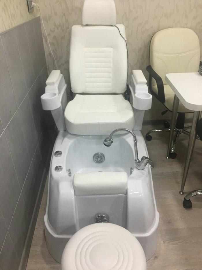 Bakı şəhərində Продаю педикюрное кресло. Почти не использованное. Брала очень дорого.