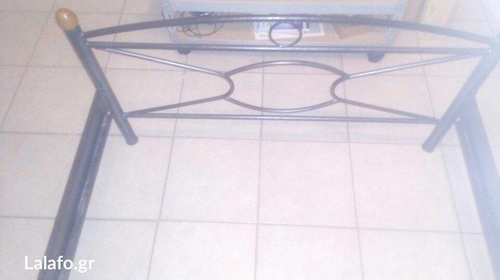Πωλειται σιδερένιο κρεβάτι ημιδιπλο(2 μέτρα μήκος 1,10 πλάτος) σε άριστη κατάσταση