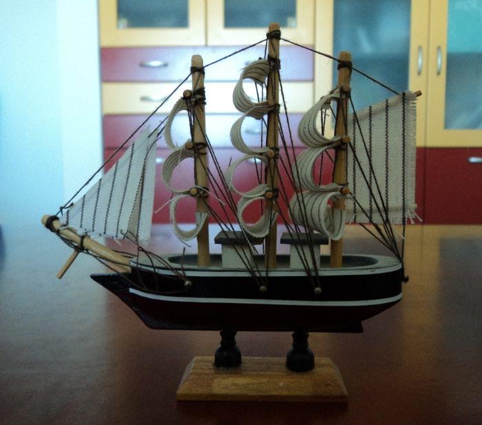 Μικρό πλοίο διακοσμητικό Small boat decorative 13 cm X 4 cm X 13 cm. Photo 0