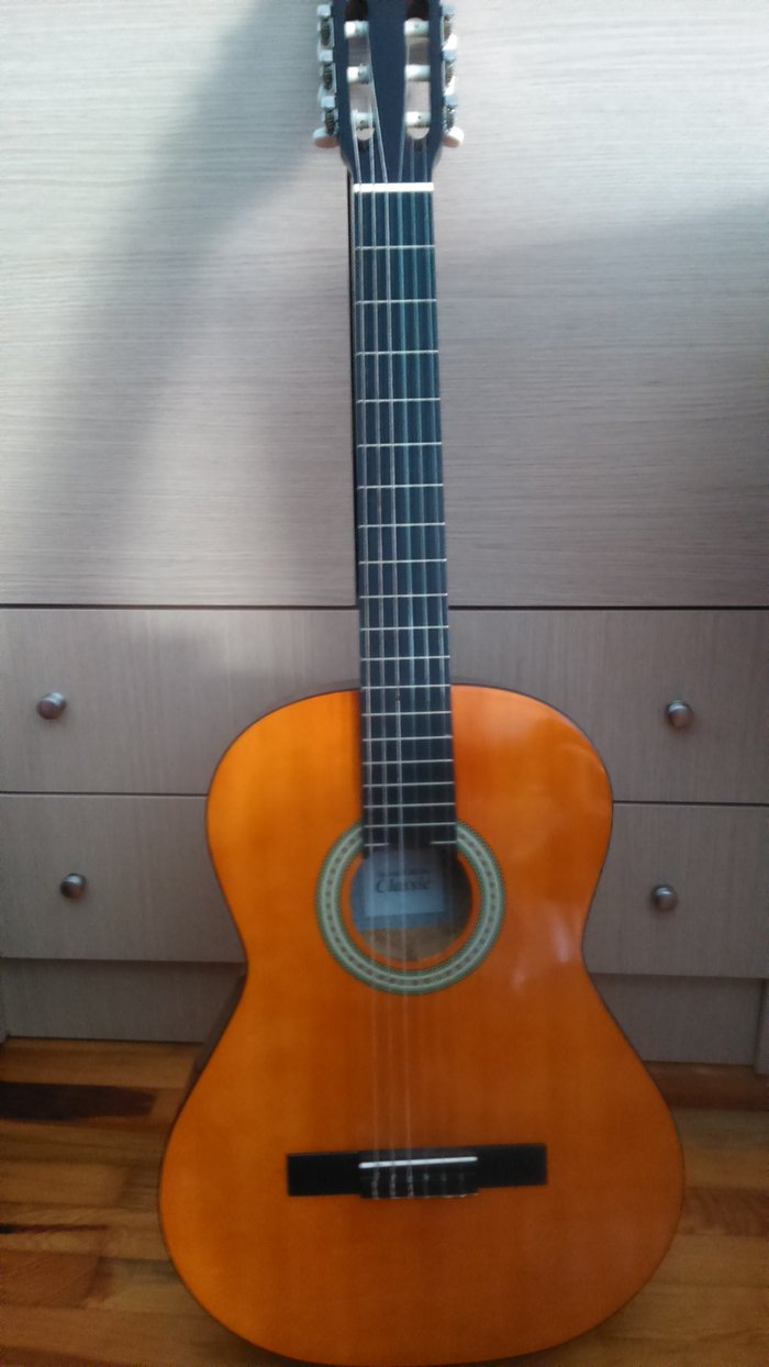 Πωλείται κλασική κιθάρα, ελαφρώς. Photo 0