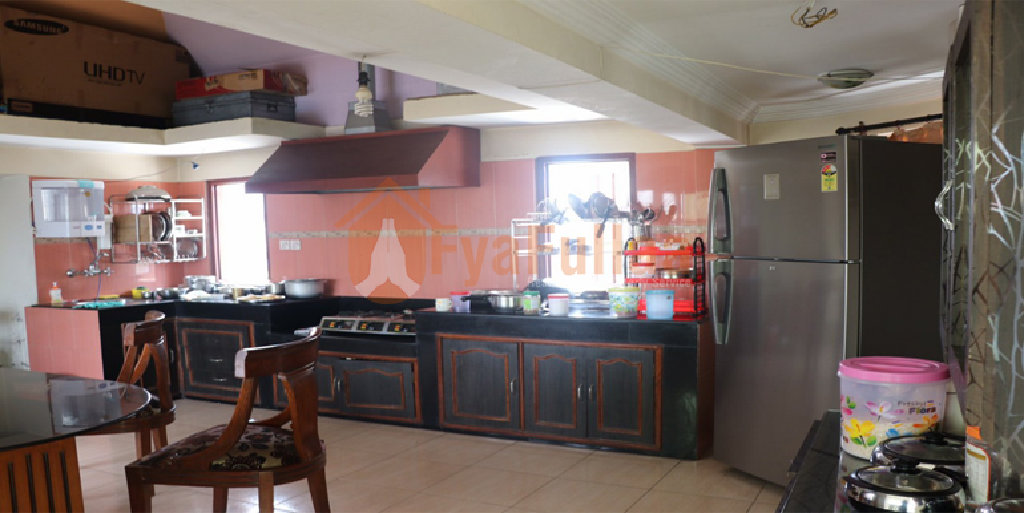 A beautiful flat having 1 attached bedroom,3 none attached bed rooms, 1 living room,1 kitchen dinning and 2 toilet bathrooms, facing south, 20 feet road is on rent at Mid baneshowr near by ratna rajjya school