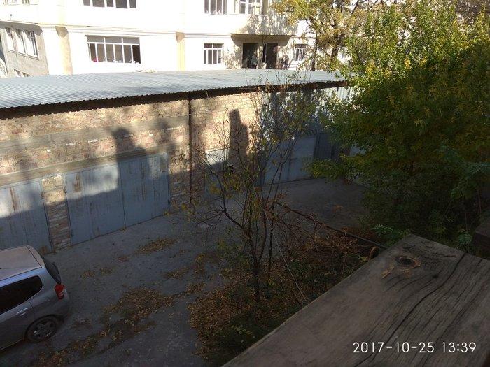Сдается в аренду гараж под склад. площадь 60 и 80 кв. м. Гараж находит в Бишкек