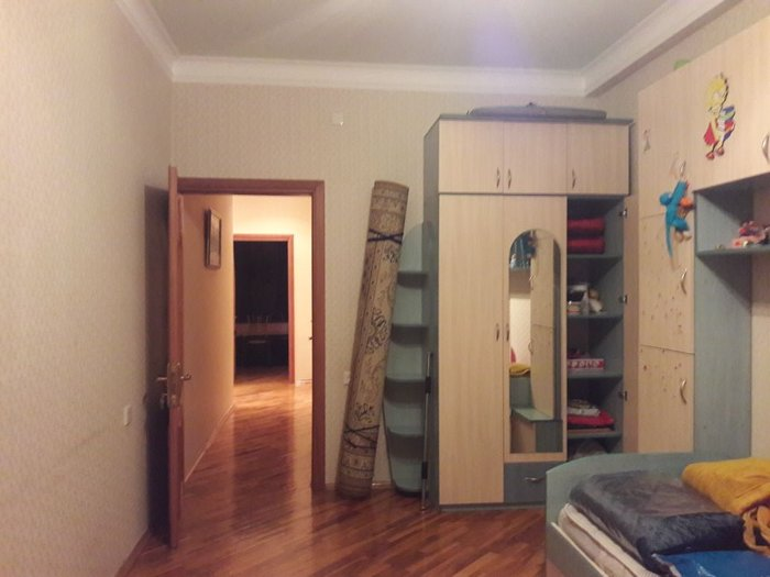 Bakı şəhərində Сдаётся  3-х комнатная квартира с отличным ремонтом и со всей