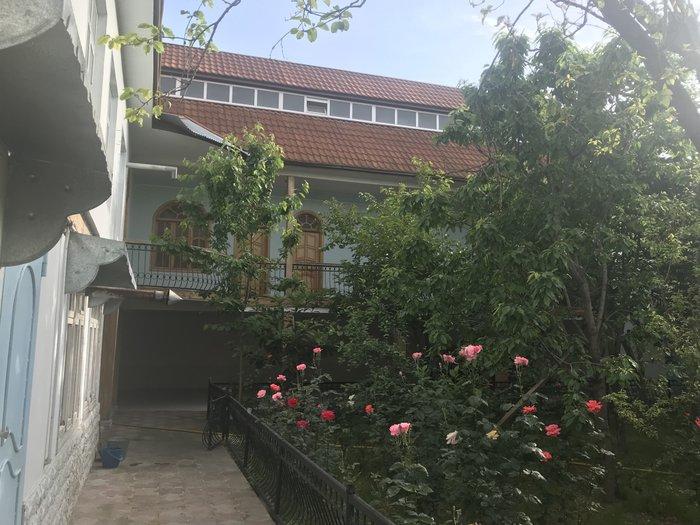 Bakı şəhərində 3 mertebeli ev,Göycay rayonunda yerleşir.455 km ev,12 sot torpag.