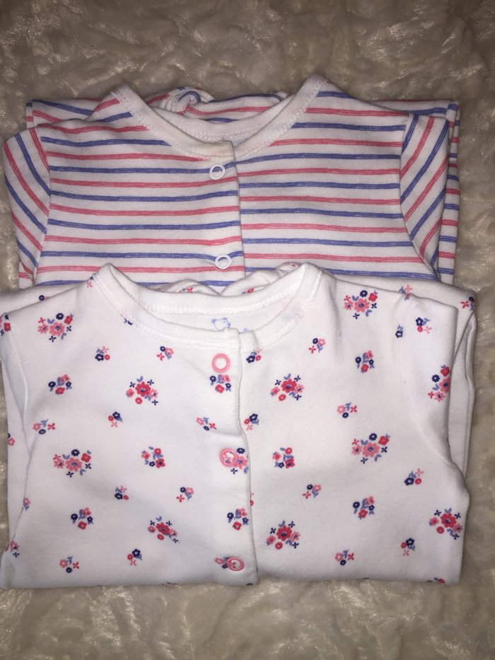 2 babygrows. 0-3 months. Excellent condition. 6 euros.. Photo 0