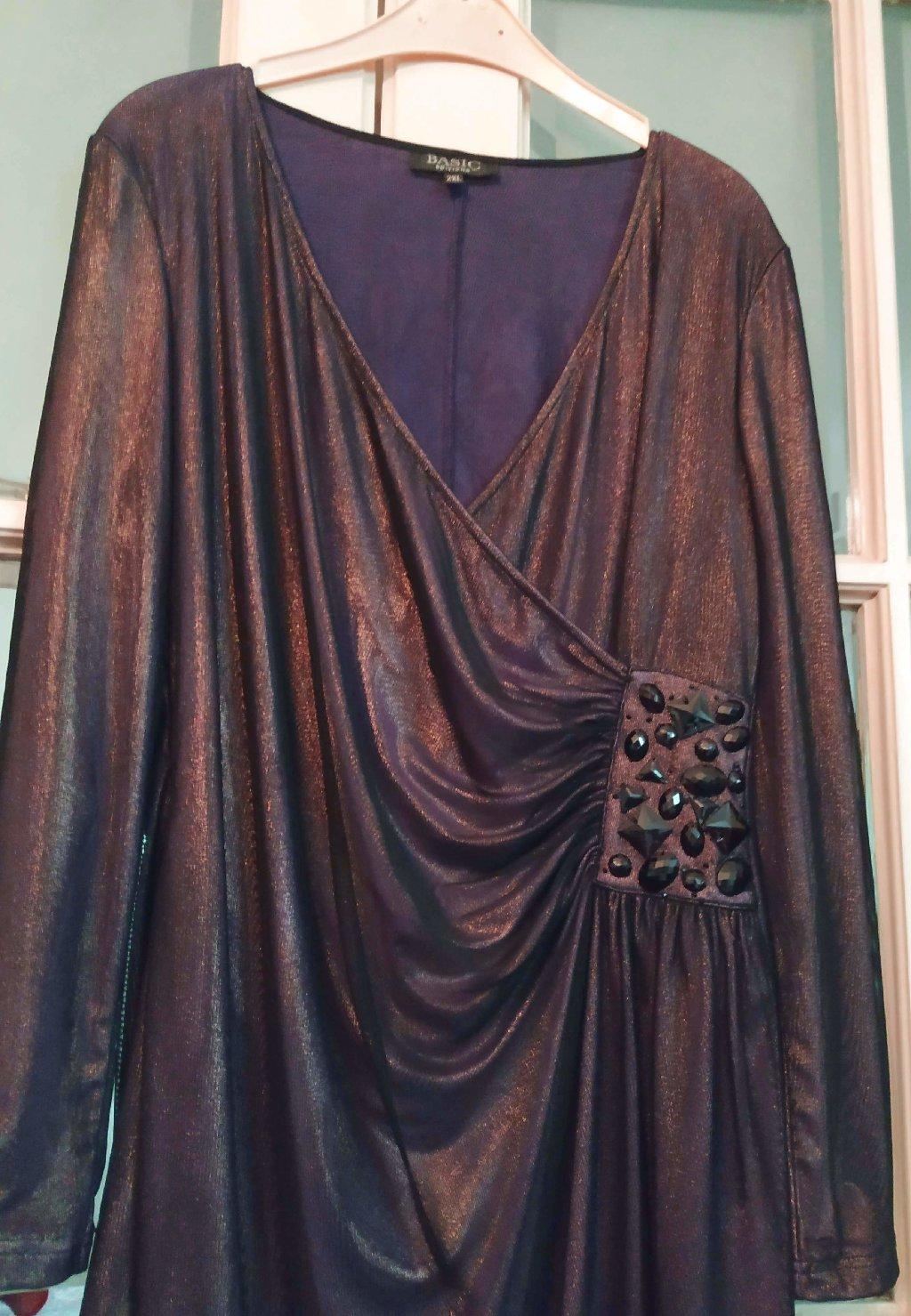 Haljina svecana,grudi 100cm,,struk 90,duzina 96cm,materijal je rastegljiv pa pokriva dva broja