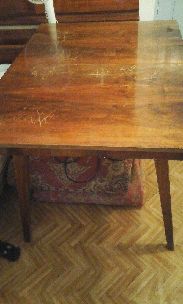 стол раздвижной советского качество. не где не сломан. не шатается. в Бишкек