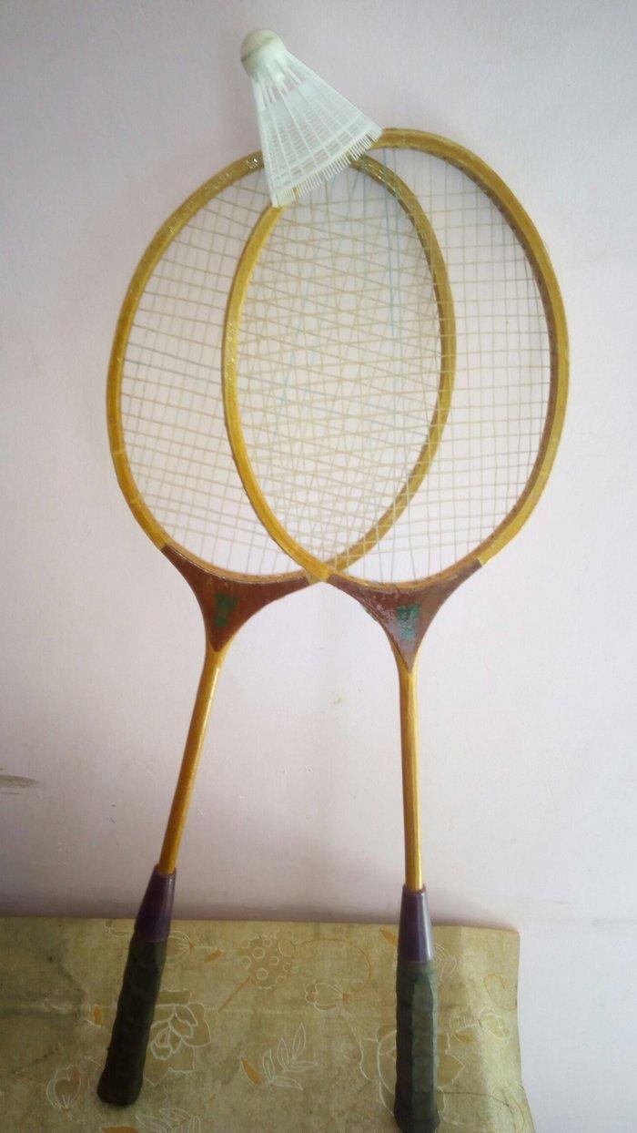 Bakı şəhərində Badminton raketkalari.Yaxwi vaziyattadi .Tamiz Rosiyya istehsalidir.