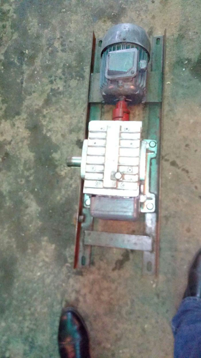 Motor reduktor . reduktorun ötürmesi 40/1 çixiw dövrü 35dövr/deq. Photo 2